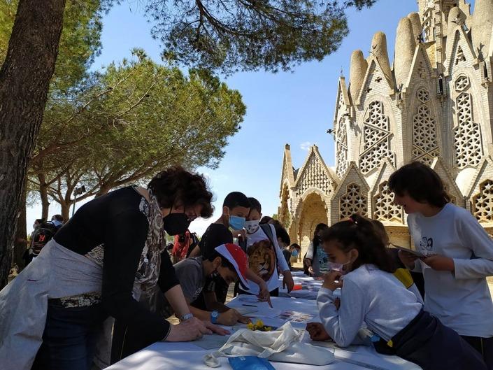 Activtat al peu del Santuari a la Mare de Déu de Montserrat a Montferri